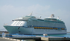 Adventure of the Seas (eskippyskip) Tags: cruise vacation españa tourism port puerto spain holidays break andalucia cruiseship rest costadelsol royalcaribbean andalusien malaga vacaciones cruiser spanien cruises málaga turista crucero andaluz adventureoftheseas concursosur7712