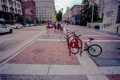 Ektar100/Leica M6/CV 21mm Color Skopar (greauxe) Tags: washingtondc streetphotos leicam6 epsonv700 silverfastai kodakektar100 voigtlander21mmf4colorskopar northwestwashingtondc dcstreetphotography dcstreetphotos washingtondcstreetphotos filmexplosionblogspotcom