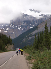 Mt Kaufmann ahead (BC Randonneurs Photo Gallery) Tags: rockies cycling alberta banffnationalpark icefieldsparkway 8980 8834 8967 brevets bcrandonneurs 8835 rm1200 srxtolakelouise