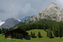 Baita a Prati di Col (castelli_sabbia) Tags: verde montagne estate cielo atmosfera trentino dolomiti monti