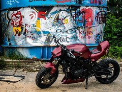P1200228 (O.Th Photographie) Tags: fighter motorrad blutwurst prchen industrie alt ps gefhrlich grafiti look badboy elbside fighters