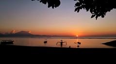 Silhouettes and Sun (KrisnaO) Tags: lgg4 smartphone photography sunrise sun boats silhouette gradient volcano bali