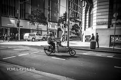MONO3701 (H.M.Lentalk) Tags: summilux summiluxm 28mm 28 f14 14 114 11428 oz aussie australia australian street sydney black white people urban life city asph monochrome m typ 246