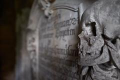 Grabmal (Lepantho) Tags: fujixt1 fujixf16mm14 friedhof graveyard grab parochialkirche bokeh berlin deutschland germany
