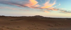 Amanecer panormico (yanitzatorres) Tags: luznatural paisaje luz rayosdesol rayos nubes amanecer saharaui sahara cielo dunas desierto morocco marruecos