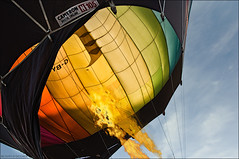 THE DRAGON........ (colpo d'occhio) Tags: fire fly dragon wind balloon vento fiamma todi volare mongolfiere