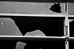 FRAGILIDADES  (24) (ALEXANDRE SAMPAIO) Tags: light luz vidro linhas brasil photo corte imagens pb contraste fotografia formas desenhos franca pretoebranco pedaços perdido ferido invasão experimento criação abandono frágil violência medo ferida cacos recortes emoção cicatriz criatividade rachaduras experimentação agressão sensação machucado rasgo perda sensível desilusão fragilidades alexandresampaio