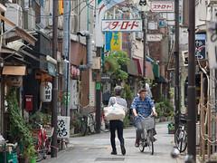 おっと危ない (kasa51) Tags: street city people bicycle japan tokyo alley olympus omd 阿佐ヶ谷 em5 mzuikodigitaled75mmf18