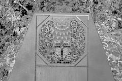 Owl - Ornament - Jugendstil Grab - Zentralfriedhof Wien (hedbavny) Tags: wien bird leaves leaf sterreich symbol laub foliage artnouveau ornament owl artdeco inversion bltter vogel negativ jugendstil mosaik eule schwarzweis invertiert