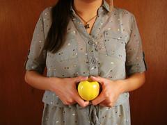 una eva y una manzana (yuriann) Tags: woman eva manzana yurianmendoza