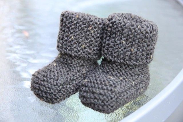 some more baby booties - cazcrafts