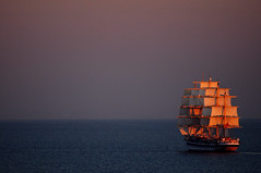 Follow the flow (Porfidax) Tags: blue light sunset red sea color yellow flow nikon sailing ship purple horizon floating sigma 70300 d5000 nikonclubit