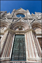 Duomo di Siena (thanks for 650.000 hits) Tags: italy canon photography fotografie cathedral religion wideangle siena toscane 1022mm impressive middleage duomodisiena