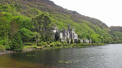 Mɑınıstır nɑ Coılle Móıre (ɑlɑstɑr ó clɑonɑ́ın) Tags: ireland castle galway abbey garden irland connemara kylemoreabbey kylemore éire conamara mainistirnacoillemóire irland2012