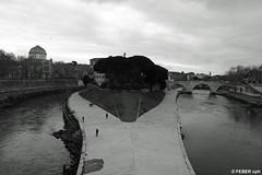(FEBER CPH) Tags: people bw italy rome roma water canon river italia canoneos400d