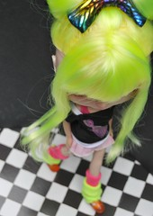 Action Xeon (Lawdeda ) Tags: she new two haircut color crazy doll neon factory ode with blind bright you painted leg fake can fluorescent 80s translucent blythe bangs custom warmers tone lids 104 partial rbl so lawdeda xeon80s