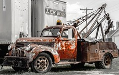 Tow Truck Luv (rickhanger) Tags: truck rust rusty automotive oldtruck towtruck