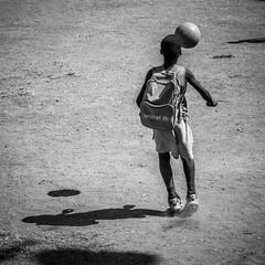 no se mancha (FJTUrban (sommelier d mojitos)) Tags: boy portrait bw white black blanco ball mono kid child noiretblanc retrato soccer negro cuba bn chico futbol nio santiagodecuba pelota fjtu lapelotanosemancha fjturban