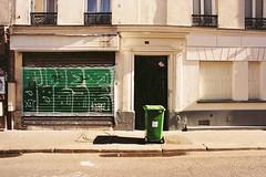 Pulse (lepublicnme) Tags: paris france film june analog graffiti nikon kodak 400 shutter uc pulse portra poubelle argentique 2016