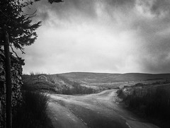 Which way to Artlegarth (MacBeales) Tags: artlegarthlodges ravenstonedale artlegarth fork junction cloud hills road iphone apple uk england cumbria district lake blackwhite white black
