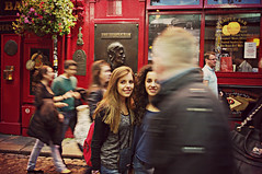 Dublin street- The Temple Bar (Angelo Petrozza) Tags: dublin ireland moving red colours hair pentax temple bar pub