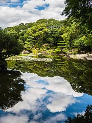 晴れの空 (hike_yuzu) Tags: 慶沢園 池 空 鏡