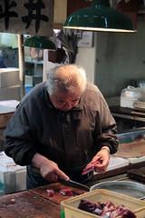 Tsukiji Fish Market (Toni Kaarttinen) Tags: japan  japonia    jap japonsko jaapan  japani japon xapn    japn jepang an tseapin giappone  japna japonija  japo  japonska japn hapon  japonya nht bn tokyo tokio japanese tsukijifishmarket tsukiji fish market fishmarket filleting