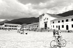 Plaza Mayor Villa De Leyva - COLOMBIA (santiagoburgos2) Tags: villadeleyva photography photo travel colombia blackwhite black