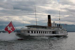 Dampfschiff DS Simplon ( Inbetriebsetzung 1920 - Länge 78.5m - 980 Personen - CGN Compagnie Générale de Navigation sur le lac Léman - Schaufelraddampfer Raddampfer Kursschiff Schiff bateau ) auf dem Genfersee in der Schweiz