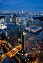 Nocturna Shinjuku (Mximo Novas) Tags: travel light urban house luz japan azul night atardecer japanese lights luces arquitectura shinjuku neon ciudad cielo nocturna  urbana nippon turismo japon nihon chubu autovia fotos2012 turismoenjapon