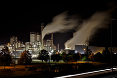 BP Factory Geel (vale0065) Tags: industry night lowlight industrial factory nacht smoke steam bp rook geel industrie chemie fabriek coolingtower chemicalplant stoom industrieel koeltoren