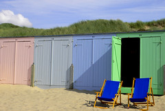 Please Take A Seat - United Colours Of Zeeland (TablinumCarlson) Tags: sea holland beach netherlands strand chair deckchair north nederland noordzee zeeland explore nl nordsee niederlande liegestuhl oostkapelle explored beachhome housebeach strandhhaus