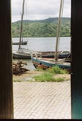 (larissa bury.) Tags: barcos saudade interior quadro vista crianas visao dialindo