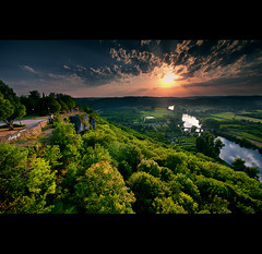 The light of Perigord Noir (EddyB) Tags: sunset france rio clouds river landscape atardecer nikon europa europe paisaje nubes francia domme rayosdesol perigord aquitania eddyb nohdr perigordnoir ladordogne d300s sigma1020mmaff456exdchsm