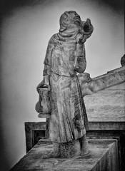 La femme aux pots (afantelin) Tags: yonne bourgogne burgundy villeneuvesuryonne sculpture gargouille glise church