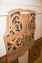 Sarawak aboriginal vest made from woven bark (quinet) Tags: 2015 aborigène borneo iban korbflechterei kuching kuchingtextilemuseum malaysia sarawak ureinwohner aboriginal basket basketweaving native textiles vannerie