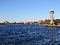 Around New York: Roosevelt Island, Sep. 2016 (yapima1) Tags: newyork rooseveltisland lighthouse eastriver