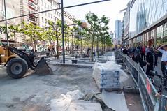 Frankfurt am Main - Sanierung der Zeil, Mai 2009 (CocoChantre) Tags: absperrung bagger baustelle deutschland europa frankfurtammain fusgngerzone hessen innenstadt sanierung verkehr welt zeil