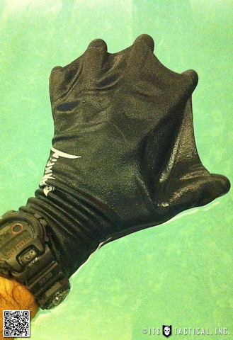 Darkfin Gloves 02