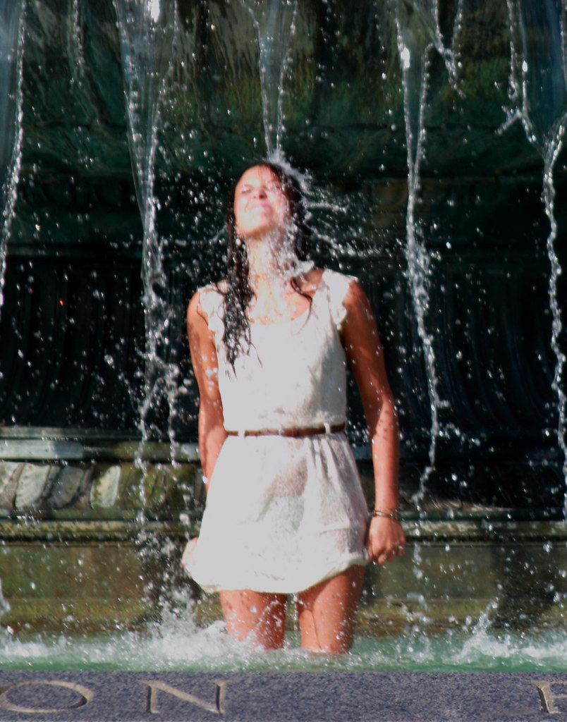 The worlds best photos of museum and qqqq flickr hive mind cooling off 1 john frattura tags woman art philadelphia wet water fountain girl altavistaventures Image collections