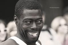 Dame una sonrisa..!! (Shulephotography) Tags: usa newyork art flow atardecer calle nikon manhattan creative style ciudad personas ojos lucky caballero sule miradas concepto creativa posado d90 robados shule