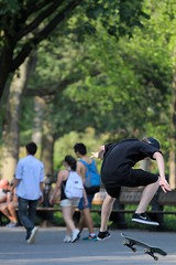 Skateboarding (Gwenal Piaser) Tags: park new york usa newyork america canon eos jump skateboarding centralpark manhattan central 7d skateboard usm canoneos saut skateboarder 70200mm amrique etatsunis f4l canon70200f4 canon70200mmf4 70200mm4l canonef70200mmf4lisusm plancheroulettes eos7d canoneos7d unlimitedphotos gwenaelpiaser