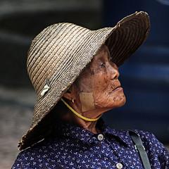 le stagioni della vita #1 (* onda *) Tags: hat diagonal oldlady macao