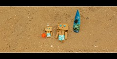 A day at the beach 233/366 (Bertus van de Vorstenbosch Photography) Tags: world 2 canon project eos big mark small figure 5d minifigure danbo 366 cartboard revoltech project366 danboard wwwbvdvorstenboschnl