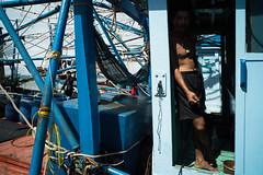 * (Sakulchai Sikitikul) Tags: street snap streetphotography songkhla sony voigtlander 28mm thailand fisherman worker boat
