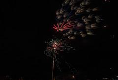 DSC_0687.jpg (aussiecattlekid) Tags: carnivalofflowers toowoomba allfiredupfireworks aerialshells mines fireworks pyrotechnics pyro bangboomcrackle fancakes multishot multishotcakes