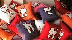 Almohadones Hello kitty (Lady Krizia) Tags: hello kitty pillow souvenir vinilo wilwarin estampado almohadon termoestampado