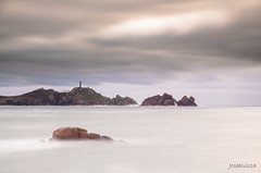 Pedras no mar (Joseeivissa 2.0) Tags: costa lighthouse seascape de landscape faro la cabo agua nikon corua rocks long exposure barca juan iglesia playa paisaje muerte galicia galiza morte da salto ezaro virgen fare ria exposicion ermita larga cascada muxia d90 camarias secadero tourian novapalma congrios joseeivissa joseevissafotosgmailcom beachrocas