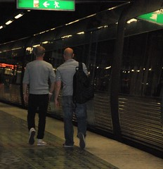 exposure # 8: leaving (Aided_Eye) Tags: sweden stockholm tunnelbana dialog peopletalking