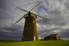 Tempo / Time (AndreaPucci) Tags: uk windmill clouds nuvole day cloudy norfolk horsey regnounito norfolkbroads canonefs1022mmf3545usm mulinoavento canoneos60 horseywindpump andreapucci